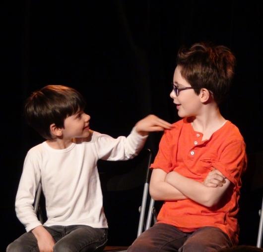 formation prise de parole en public à Nantes, cours de théâtre pour les enfants. Travail sur la confiance en soi.